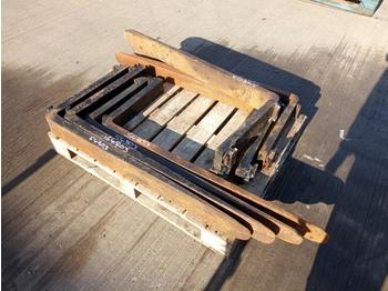 Pallet of 4'  Tynes (8 of) - forks